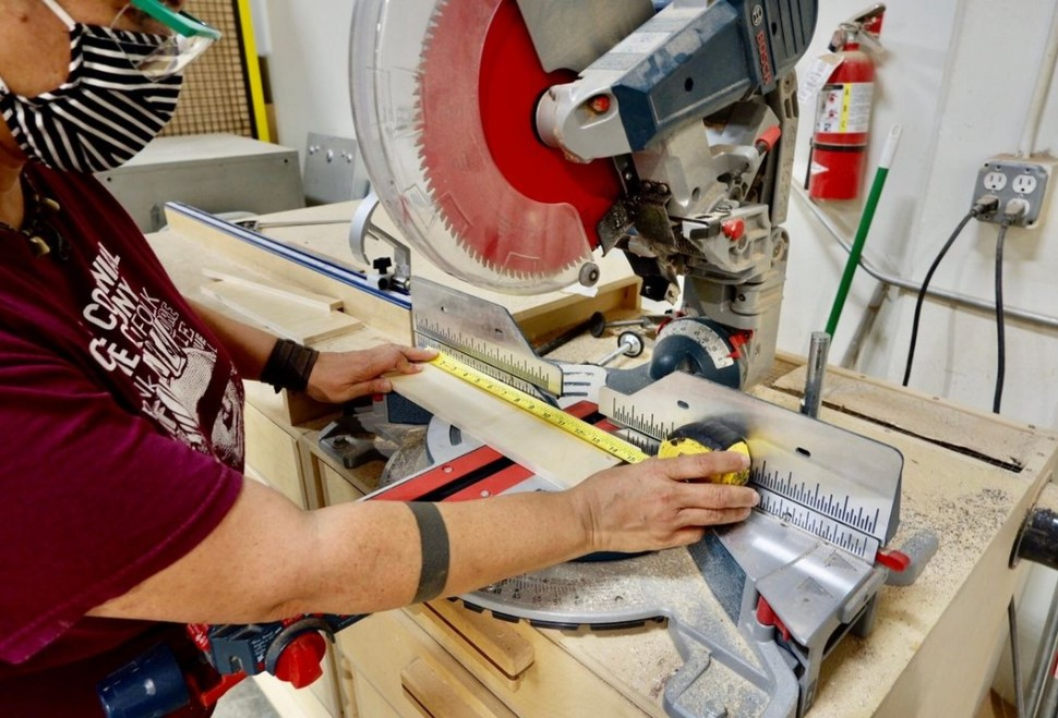 Using a mitersaw woodworking